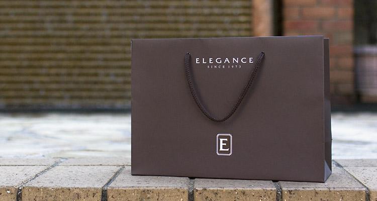 大切な記念日に贈るジュエリーを扱われる専門店様にぴったりな落ち着きと高級感のあるオリジナル紙袋