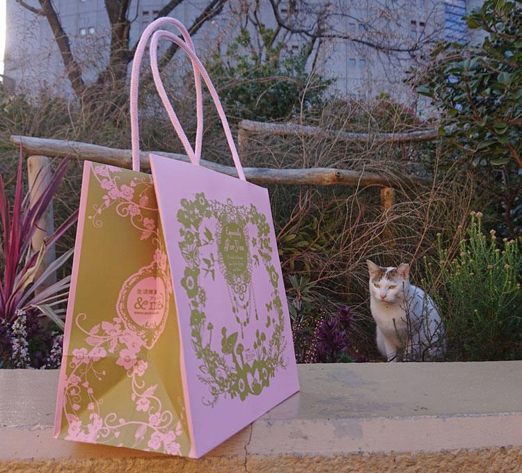 オリジナル紙袋と猫