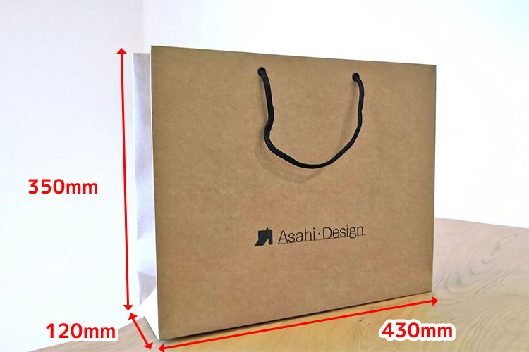 大きく重いカタログも入れられるオリジナルサイズW430×H350×G120mmです。