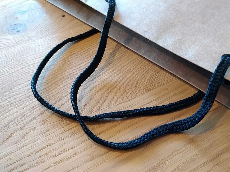 紐は光沢のあるパイレン(黒)