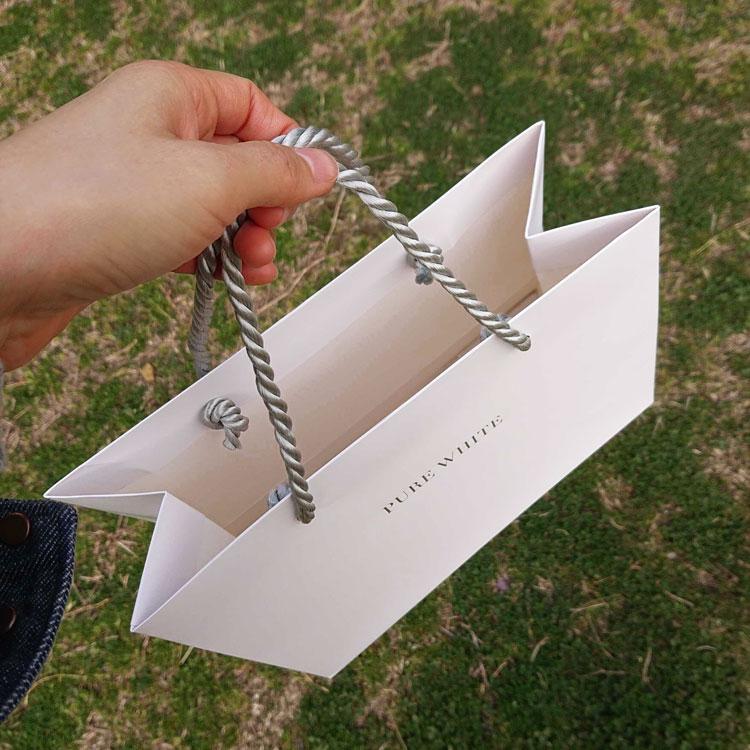 オリジナル紙袋の用紙を厚くし重厚感を