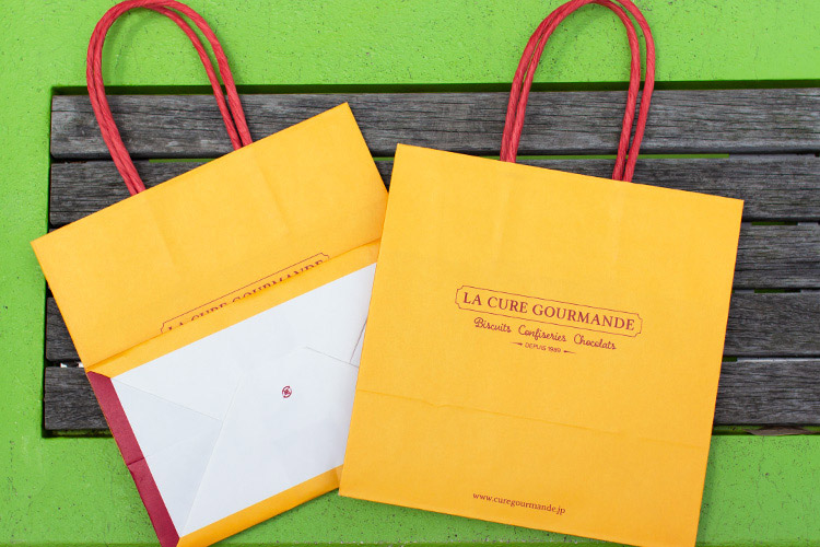 デザイン性のある紙袋