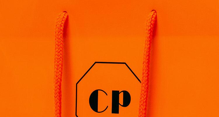 紐はオレンジ色のアクリルスピンドル紐を使用しています。
