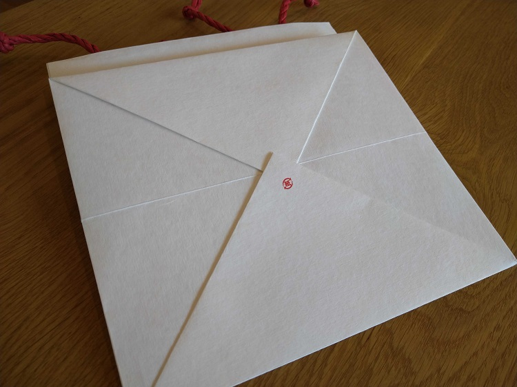 紙袋の底面にはリサイクルマークをお入れ致します。