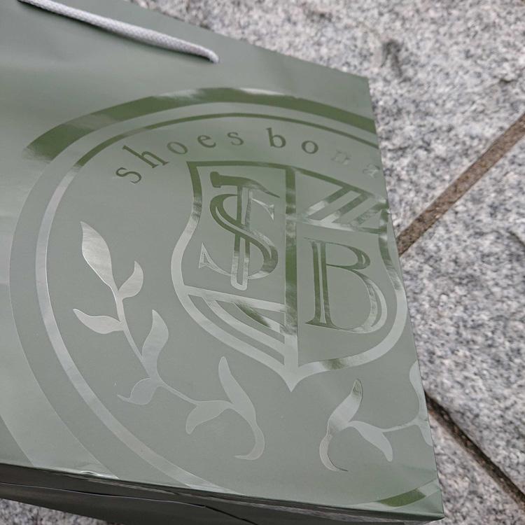 UV印刷でロゴのみに艶を出し個性的なオリジナル紙袋