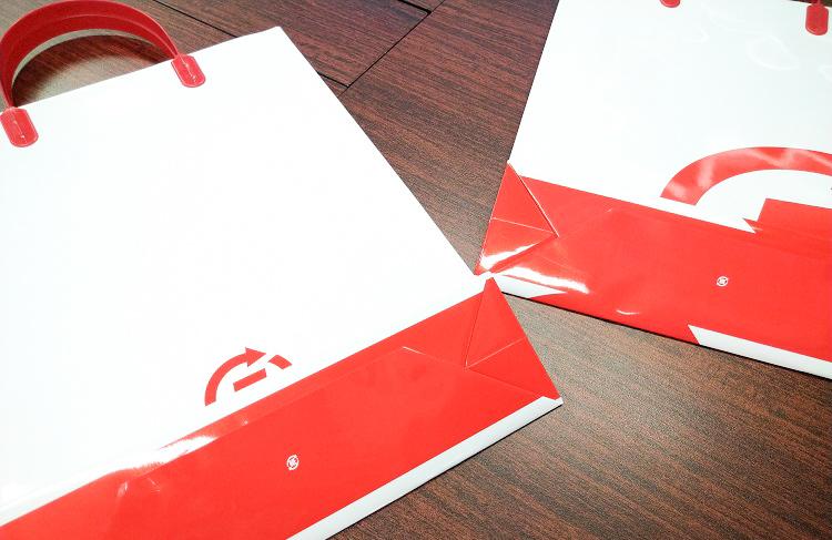 特色1色の赤印刷。底面やマチにも印刷可能です。